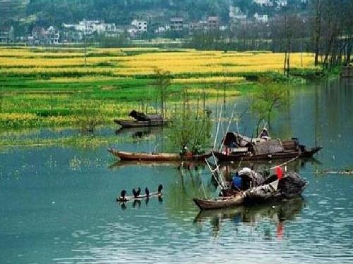 富春江--新安江风景区的秀丽景色