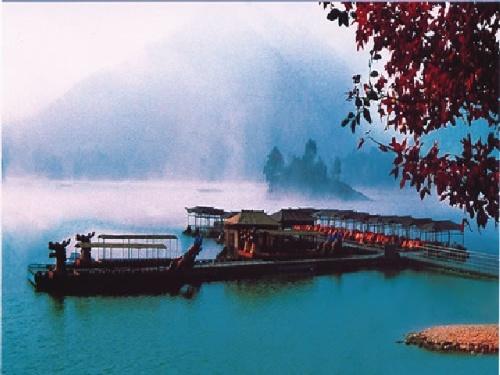 它东起杭州市的灵山景区,西至淳安县的千岛湖,地跨杭州,萧山,富阳