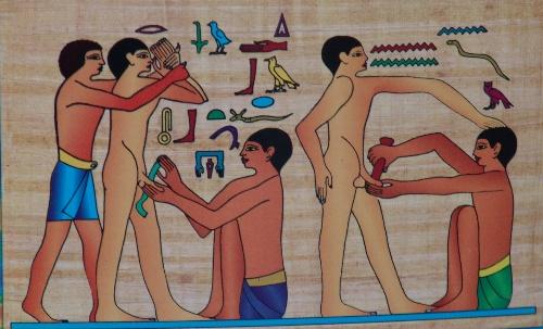 金字塔下的人们