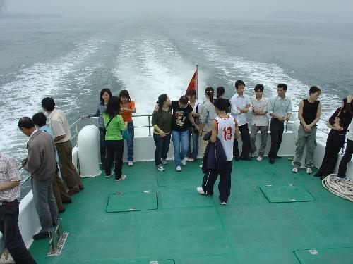 因为在2004年12月26日印度洋海啸中,她用刚刚从地理课上学到的海啸