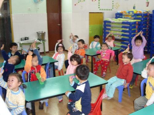 幼儿园刷牙分解步骤图片