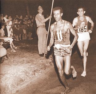 埃塞俄比亚的阿贝贝·贝基拉为自己的祖国夺得有史-阿贝贝 贝基拉 贝图片
