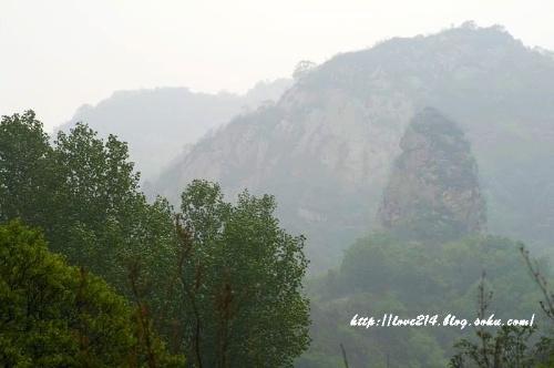 山下的溪水是昌平碓臼峪风景区的上游,一弯溪水成就了昌平的美景